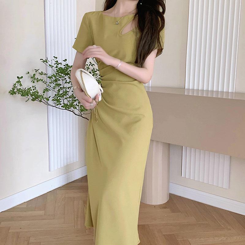 实拍~设计感收腰抽褶连衣裙夏季显瘦圆领短袖气质镂空纯色中长裙