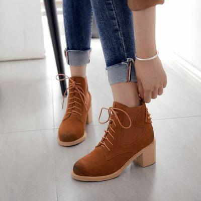 圆头高跟粗跟系带短靴                        圆头高跟粗跟系带短靴